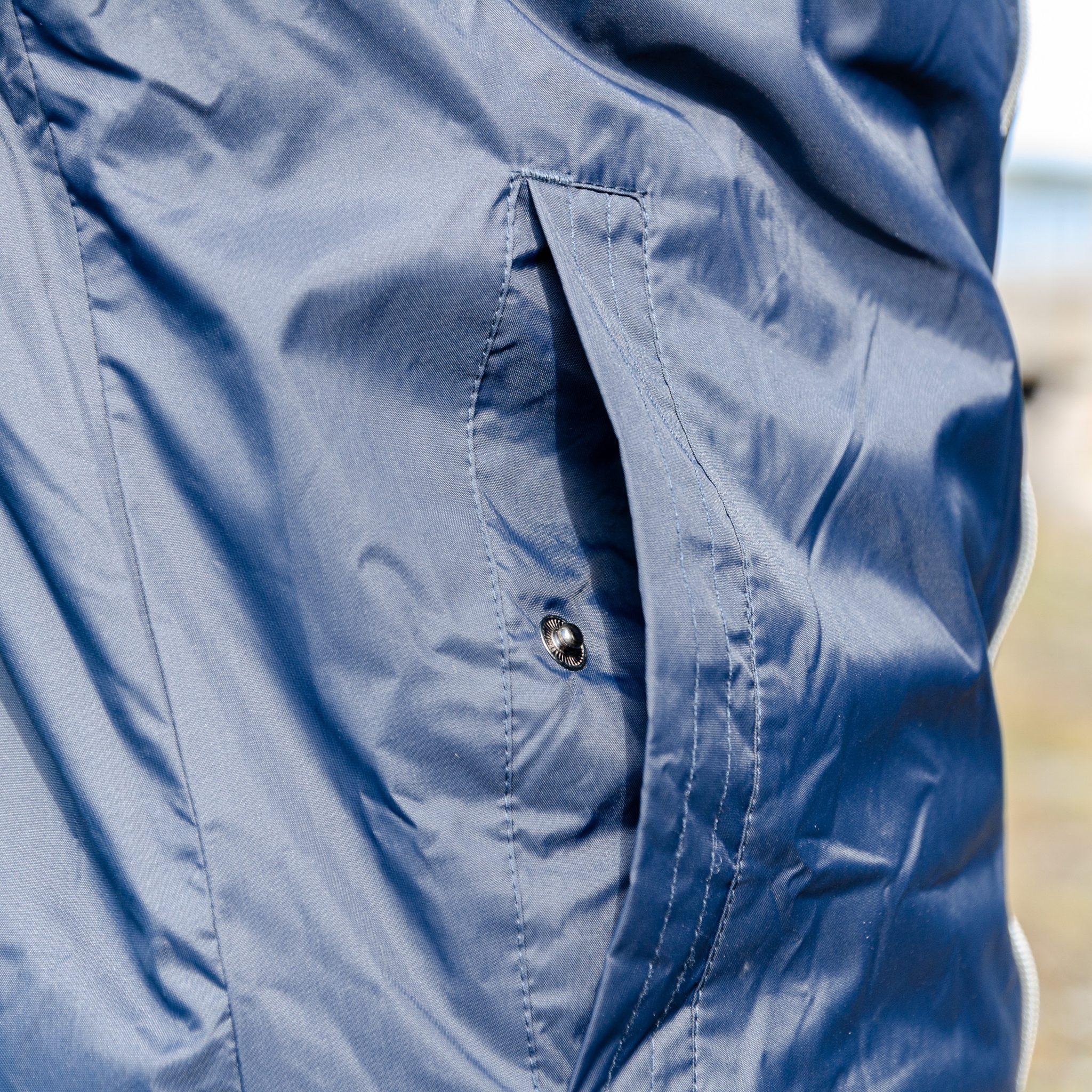 Jacka Pacific. Stilren vatten- och vindavvisande jacka med gråmelerat foder.