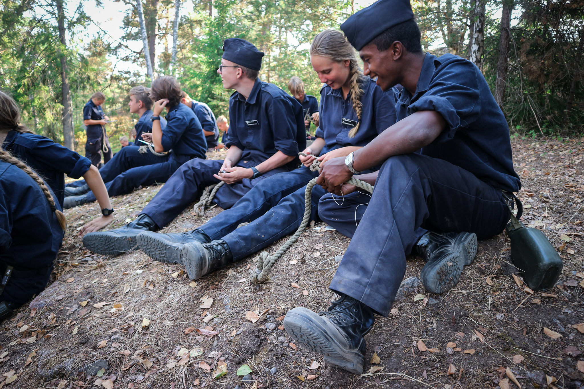 Elever vid grundkursen genomför sjömaningsarbete.